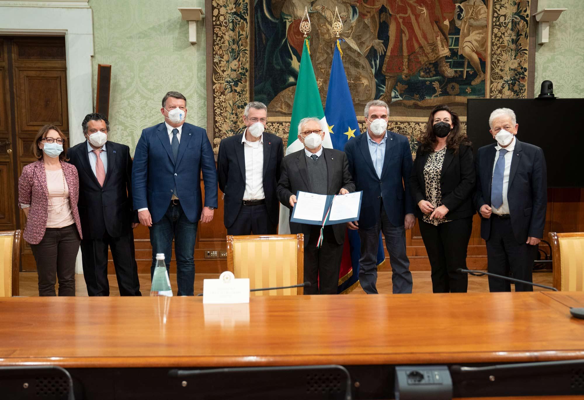 """Copertina dell'articolo: Firmato a Palazzo Chigi il """"Patto per la scuola al centro del Paese"""""""